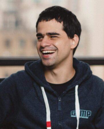 """""""Ficar cego foi a melhor coisa que aconteceu na minha vida"""", diz o youtuber Marcos Lima"""